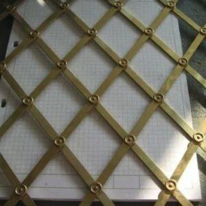 Griglie realizzate a mano in metallo